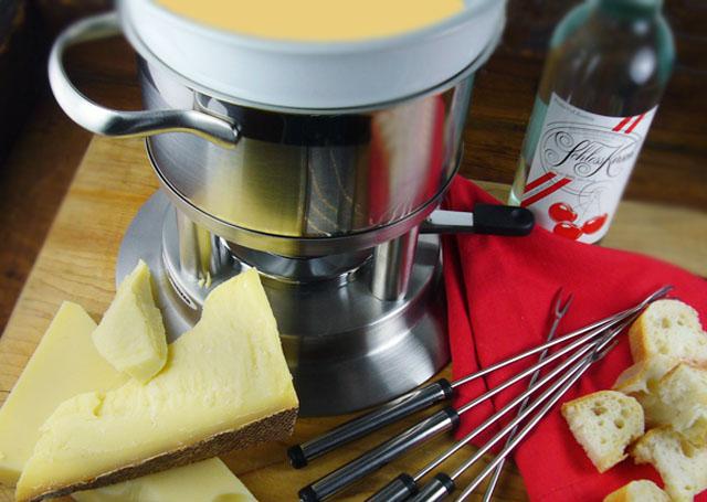A Classic Cheese Fondue Pot