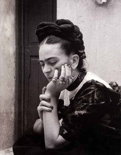 photo of Frida Kahlo by Lola Alvarez Bravo