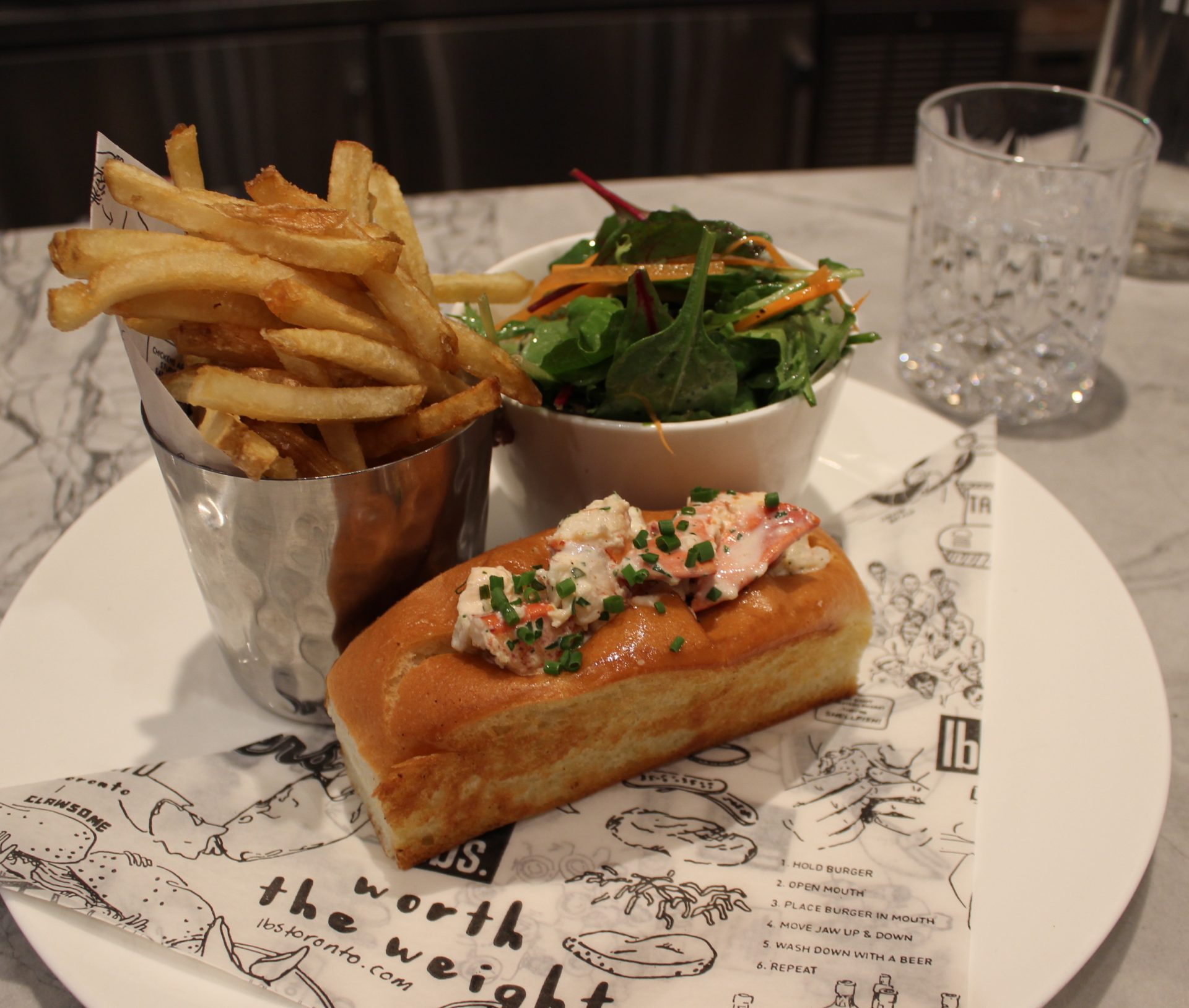 lobster-roll-at-lbs-toronto