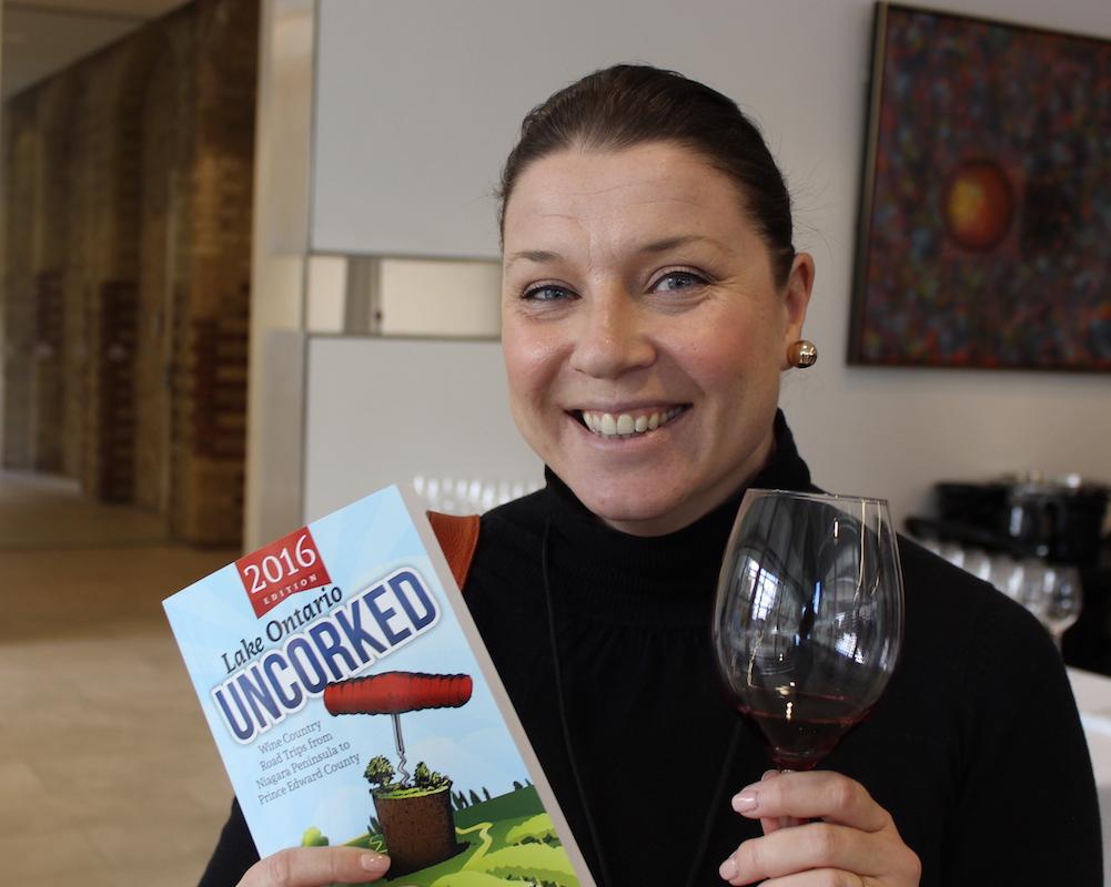 erin-henderson-at-wine-event