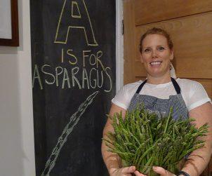Ontario asparagus... so damn good. Enjoying Ontario's bounty with the AGO's Renée Bellefeuille and Wüsthof knives.